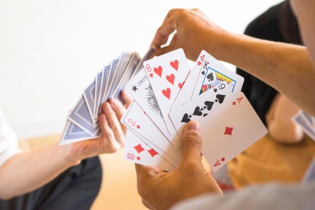 【アナログゲーム】人気1位は家族で遊べる「トランプ」