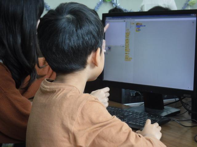 LINEみらい財団、プログラミング教育必修化に関する調査を実施