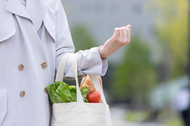 【レジ袋有料化】エコバッグ使用率、レジ袋有料の店では8割越え