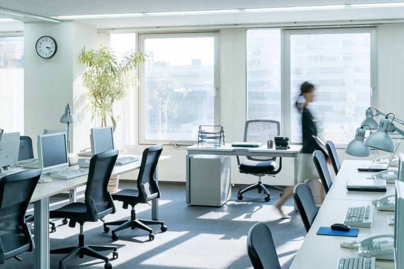 既に2割の企業がオフィスの縮小・解約を検討。 リモートワークの課題と今後のオフィスに求められるものとは